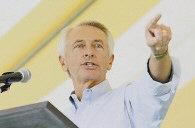 Democrat Steve Beshear (left) and Gov. Ernie Fletcher (right) spoke during a candidates forum in Danville last week. (AP)