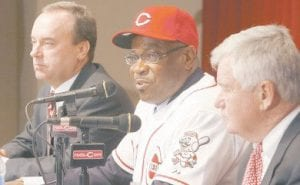 Dusty Baker (center) with Reds CEO Bob Castellini (right) and general manager Wayne Krivsky. (AP Photo/David Kohl)