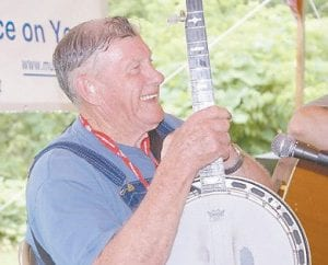 Master musician Lee Sexton of Letcher County performed for an appreciative audience.