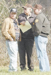 Suspect George Thomas, left, spoke with Sheriff Danny Webb, center, and Special Deputy Scott Taylor.