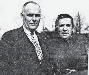 MARLOWE FRIENDS — The late A.P. Williams, the bookkeeper at Marlowe Coal Co., is pictured with his wife, Effie. He also wrote for The Mountain Eagle and was superintendent of the Sunday School at Marlowe.