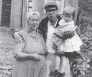 MARLOWE FRIENDS — The late Martha and Dewey Brown are pictured with their daughter Carole about 1957. The Browns are the parents of Roberta Willie of Roanoke, Va., and Roland Brown of Jeremiah.