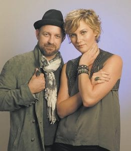 Jennifer Nettles, right, and Kristian Bush of the duo Sugarland posed recently in Nashville, Tenn. (AP Photo/Mark Humphrey)