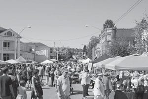 — East Main Street in Wise, Va., was lined with arts and crafts vendor tents and the crowd attending the Fall Fling on Saturday afternoon. More than 125 arts and crafts vendors registered for the event.