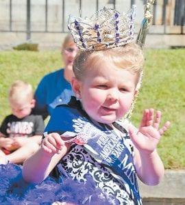 Pure American Baby Miss Kentucky Riley Maynard tossed suckers.