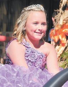 Little Miss Mountain Heritage Eden Shayne Jones smiled as she rode through the parade.