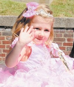 Wee Miss Mountain Heritage winner Kindal Hart waved during the parade.