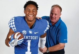 Recent scholarship offers from Ohio State and Alabama have made Western Hills' star Wandale Robinson, pictured here with UK head coach Mark Stoops during a recruiting visit, push back a decision date about his college choice. (Twitter Photo)